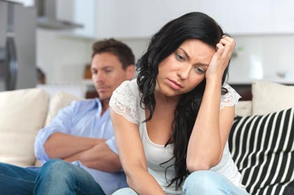 Ein Paar streitet - kann Paartherapie helfen?
